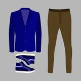 Uppsättning av moderiktiga mäns kläder med bruna flåsanden, blått omslag Arkivbilder