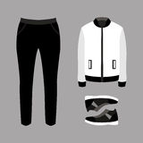 Uppsättning av moderiktiga mäns kläder med flåsanden, omslaget och gymnastikskor Fotografering för Bildbyråer