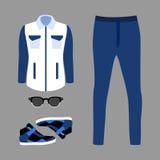 Uppsättning av moderiktiga mäns kläder med jeans, vindtygsjacka Arkivfoto
