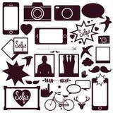 Uppsättning av moderna massmediakommunikations- och hipsterbeståndsdelar Royaltyfri Bild