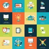 Uppsättning av moderna plana symboler för designbegrepp för online-utbildning Arkivfoto