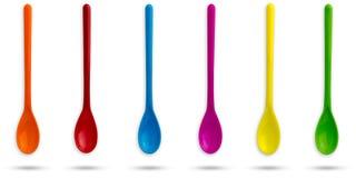 Uppsättning av multicolour plast- skedar royaltyfri foto