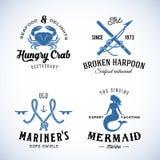 Uppsättning av nautiska havsetiketter för tappning med Retro stock illustrationer