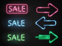 Uppsättning av neonförsäljningsbaner med glödpilar vektor Royaltyfri Foto
