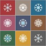 Uppsättning av nio minimalistic plana vita snöflingor vita röda stjärnor för abstrakt för bakgrundsjul mörk för garnering modell  Arkivfoto