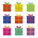 Uppsättning av nio olika färgrika gåvaaskar för vektor illustrationer