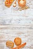 Uppsättning av nytt bröd och stekheta ingredienser vertikalt Royaltyfri Bild