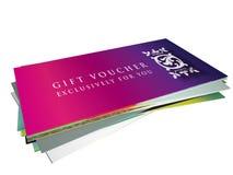 Uppsättning av olika designer för presentkort i en hög Arkivfoton