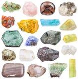Uppsättning av olika mineralstenar: tanzanite, etc. Arkivbilder
