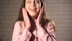 Uppsättning av olika sinnesrörelser från tonårig flicka stock video