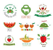 Uppsättning av organiska strikt vegetarianetiketter för tappning, logoer och designbeståndsdelar Royaltyfri Foto