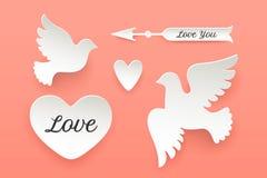 Uppsättning av pappers- objekt, hjärta, duva, fågel, pil Fotografering för Bildbyråer