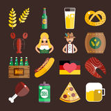 Uppsättning av plana Oktoberfest vektorsymboler Flasköl Arkivfoton