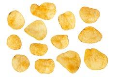 Uppsättning av potatischiper som isoleras på vit bakgrund royaltyfri foto