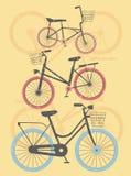 Uppsättning av retro cyklar med gul bakgrund Royaltyfria Foton