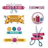 Uppsättning av retro handgjorda emblem för tappning, etiketter och vektor illustrationer