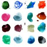Uppsättning av rund form för 15 mång--färgad vattenfärgfläckar Hand drog färgrika vattenfärgcirklar som isoleras över vit Arkivbild