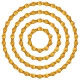 Uppsättning av runda ramar som göras av guld- metallcykelkedja, isolerat på vit Arkivfoto
