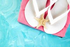 Uppsättning av säsongen för sommar för tillbehör för saker för kvinna` s arkivfoto