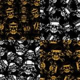 Uppsättning av sömlösa emblem för bakgrunder av skallar Arkivfoton
