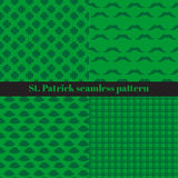 Uppsättning av sömlösa modeller för St Patrick s dag med rutiga band, hattar, mustascher och växt av släktet Trifolium royaltyfri illustrationer