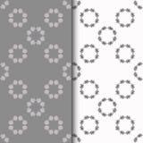 Uppsättning av sömlösa modeller med runt blom- tryck två royaltyfri illustrationer