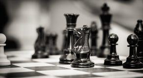 Uppsättning av schackdiagram på det spela brädet Royaltyfri Bild