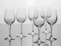 Uppsättning av sex tomma vinexponeringsglas Royaltyfri Foto
