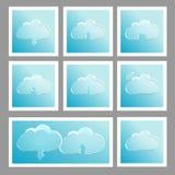 Uppsättning av 8 silverklistermärkear med moln Arkivbilder