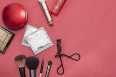 Uppsättning av skönhetsmedel, preventivmedel, kondom Fotografering för Bildbyråer