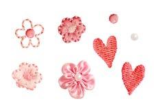 Uppsättning av små dekorativa broderade blommor, hjärtor och pärlor Arkivfoton
