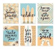 Uppsättning av sommarferier och tropiska semesteraffischer eller hälsningkortet Royaltyfri Foto