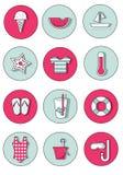 Uppsättning av sommarsymboler i nya och popfärger Arkivfoton