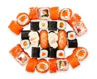 Uppsättning av sushi, maki, gunkan och rullar med laxen Royaltyfria Foton