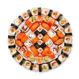 Uppsättning av sushi, maki, gunkan och rullar som isoleras på vit Royaltyfri Bild