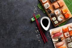 Uppsättning av sushi och maki Royaltyfria Bilder