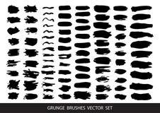 Uppsättning av svart målarfärg, färgpulver, grunge, smutsiga borsteslaglängder vektor royaltyfri illustrationer