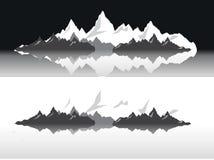Uppsättning av svartvita bergkonturer Bakgrundsgräns av steniga berg också vektor för coreldrawillustration Royaltyfria Foton