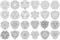 Uppsättning av 24 svartvita mandalas på en vit bakgrund Royaltyfri Foto