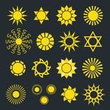 Uppsättning av symboler för abstrakt begreppgulingsol med olika strålar Royaltyfria Bilder
