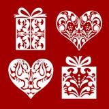 Uppsättning av symbolhjärta- och gåvaasken med bandet Arkivfoto