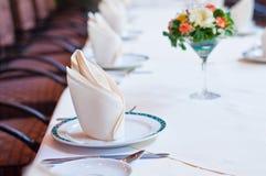 Uppsättning av tabellen med blommor Royaltyfria Bilder