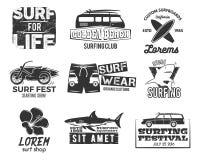 Uppsättning av tappning som surfar diagram och emblem för rengöringsdukdesign eller tryck Surfare design för strandstillogo Bränn Royaltyfria Foton