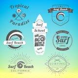Uppsättning av tappning som surfar etiketter, emblem och designbeståndsdelar Royaltyfria Bilder