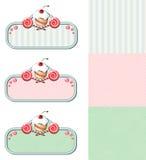 Uppsättning av tappningetiketter med muffin och godisar stock illustrationer