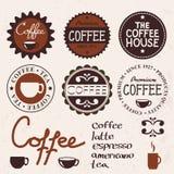 Uppsättning av tappningetiketter och kaffe Arkivbild