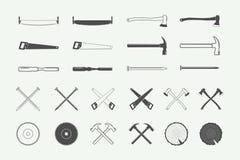 Uppsättning av tappningsnickeri- och mekanikeretiketter, emblem, logo stock illustrationer