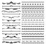 Uppsättning av textdelimiters och dekorativa calligraphic blom- beståndsdelar för linjer och Arkivfoto