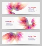 Uppsättning av tre baner, abstrakta titelrader, med färgrika blom- beståndsdelar stock illustrationer