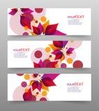 Uppsättning av tre baner, abstrakta titelrader, med färgrika blom- beståndsdelar och stället för din text vektor illustrationer